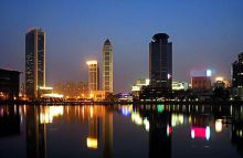 武汉市区最高端写字楼:333米全钢结构,68层观光塔鸟瞰全城